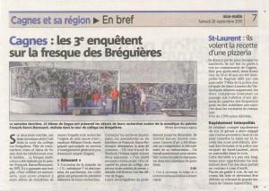 Les élèves de 3e du collège des Bréguières de Cagne-sur-Mer devant les deux mosaïques de Baron-Renouard.