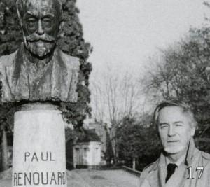 Portrait de Baron-Renouard devant le buste bronze de son célèbre Grand-Père Paul Renouard à Blois.